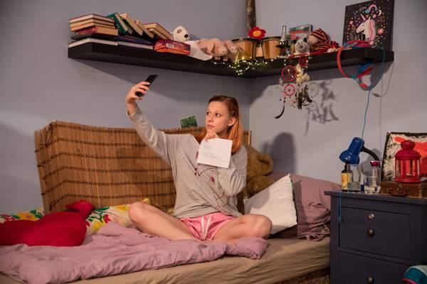 Obsah            obrázku interiér, osoba, postel, malé            Popis byl vytvořen automaticky
